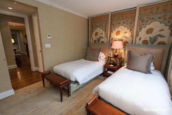 penthouse-suite-v1966930-31