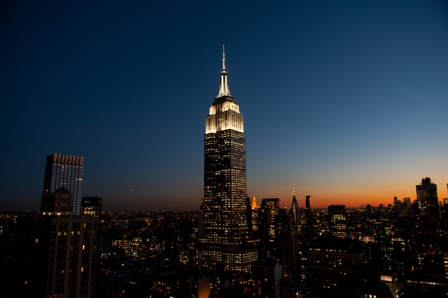 Empire state building new york city s most famous landmark for Places to see in nyc at night